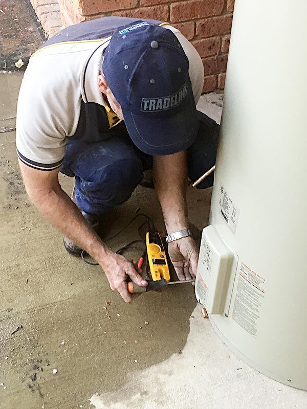 weekend emergency hot water repair in Canberra